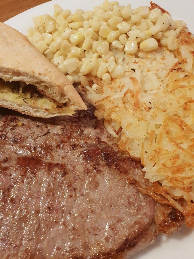 Heerlijk rundvleeslapje vlees met bovenste laagjes stock fotografie