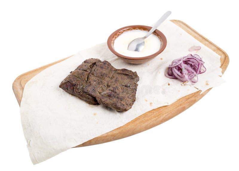 Heerlijk rundvleeslapje vlees met saus stock afbeeldingen