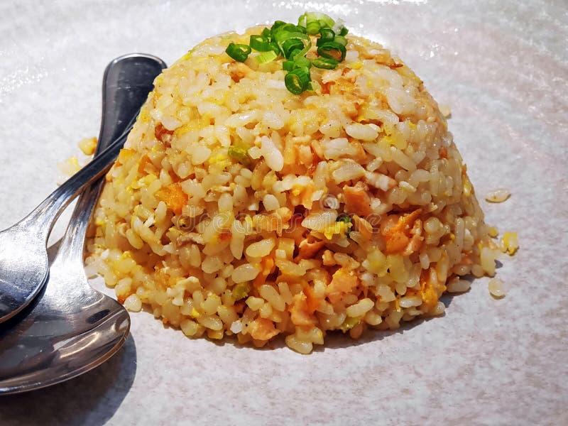 Heerlijk Salmon Fried Rice stock fotografie