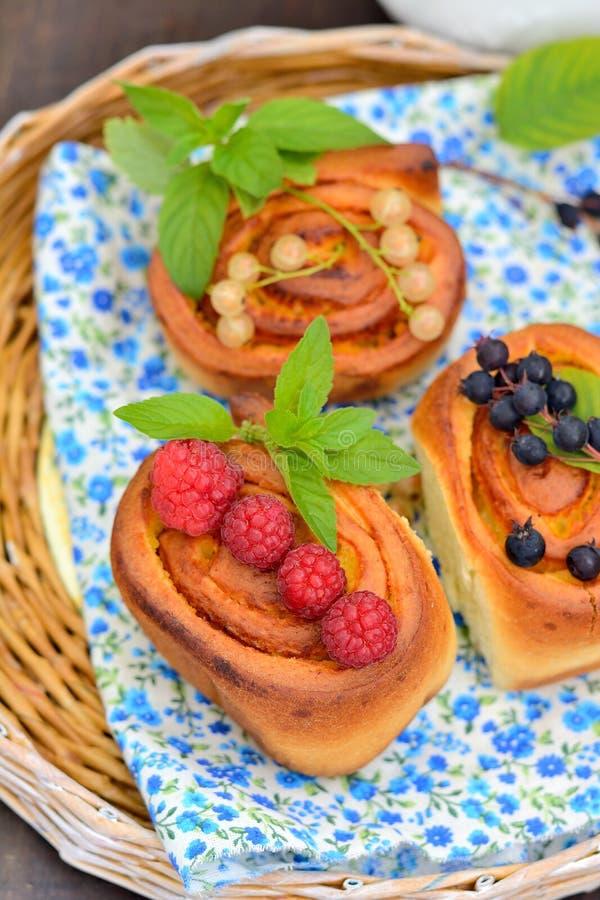 Heerlijke broodjes met pretkrullen stock foto's
