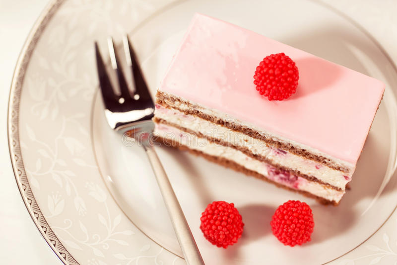 Heerlijke cake met bessen stock afbeeldingen