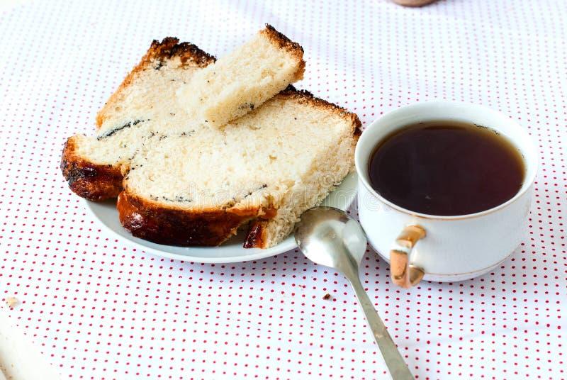 Download Heerlijke Cake Met Papaverzaden En Zwarte Theeclose-up Stock Foto - Afbeelding bestaande uit up, gebakken: 54082764
