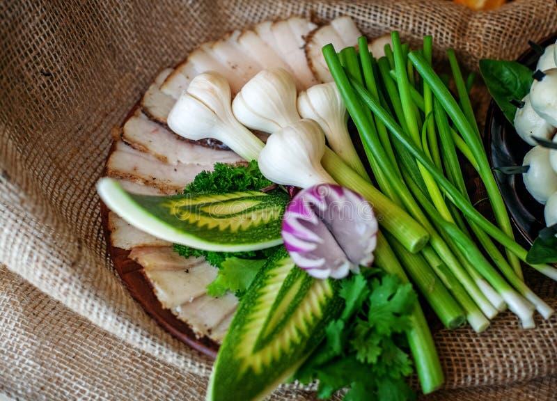 Heerlijke canapés met haringen en preien Het concept voedsel royalty-vrije stock foto's
