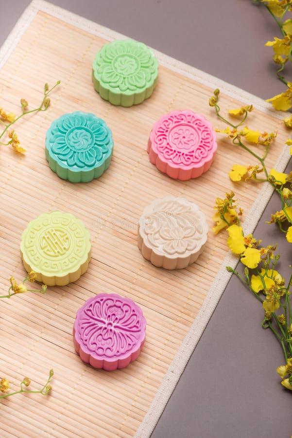 Heerlijke Chinese Traditionele Snack Mooncake op de Lijst royalty-vrije stock foto