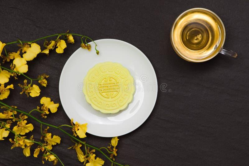 Heerlijke Chinese Traditionele Snack Mooncake op de Lijst royalty-vrije stock fotografie