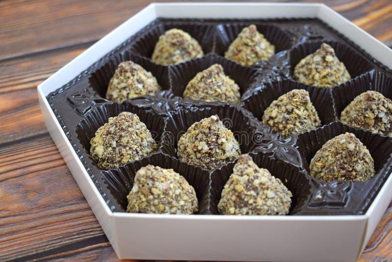 Heerlijke chocolade in een doos stock foto's
