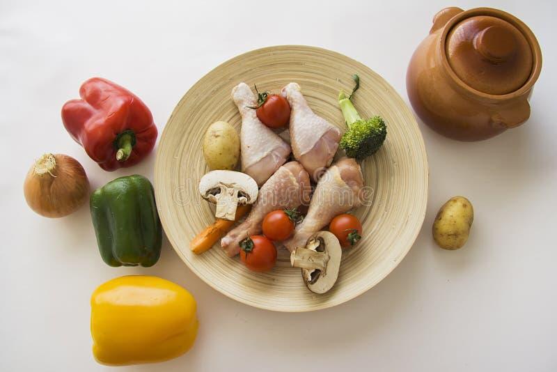 Heerlijke dikke plantaardige hutspot of soep ingedients stock fotografie