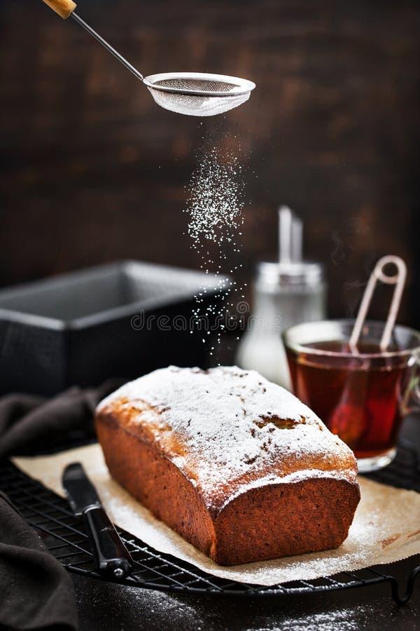 Heerlijke eigengemaakte kwark en van het rozijnenbrood cake royalty-vrije stock afbeeldingen