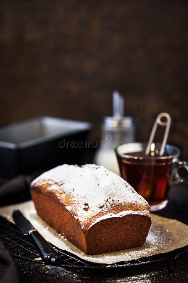 Heerlijke eigengemaakte kwark en van het rozijnenbrood cake stock afbeeldingen