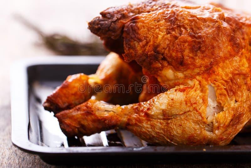 Heerlijke kip op de lijst stock fotografie