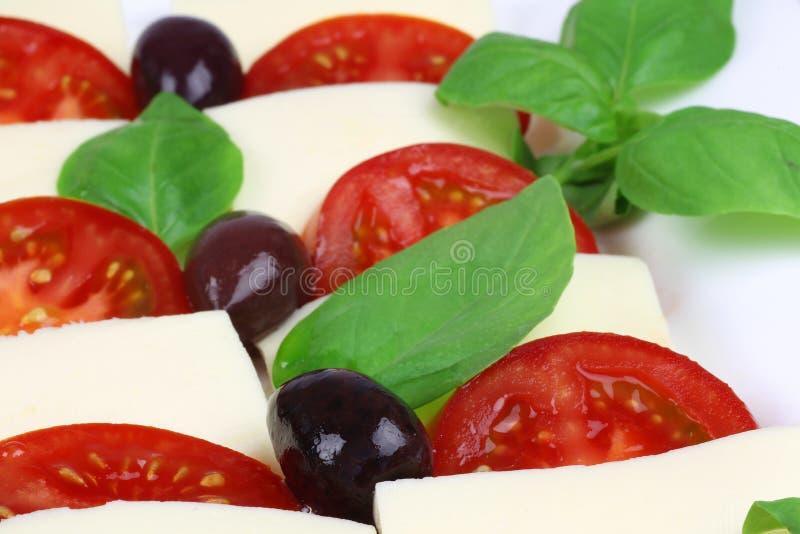 Heerlijke mozarella en tomatensalade stock afbeeldingen