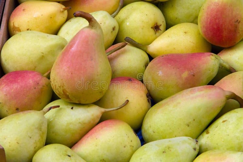 Heerlijke peren op de markt van Catanië in Sicilië stock foto