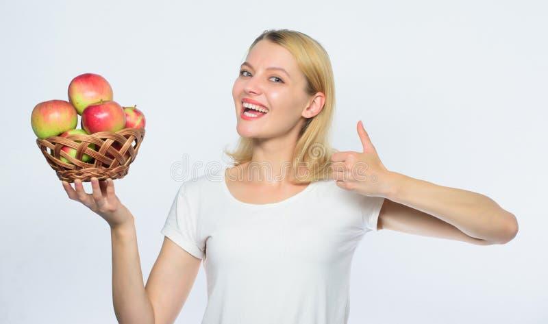 Heerlijke recepten Kom met idee op de proppen te koken :   Eet gezond Goede appeltaarten stock foto