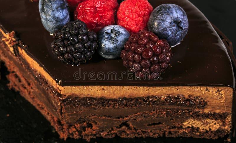 Heerlijke rode vruchten pastei met chocolade stock fotografie