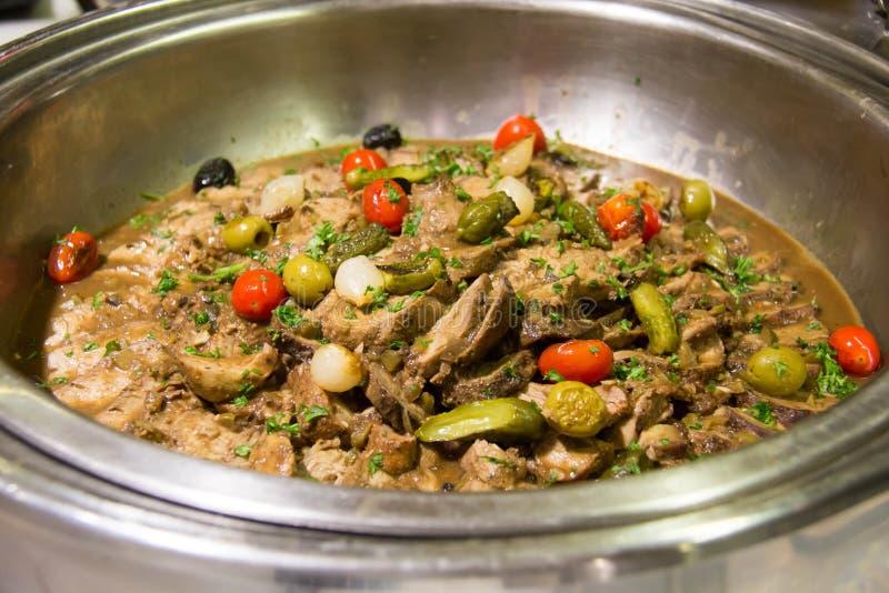 Heerlijke rundvleesplak en saus i stock fotografie