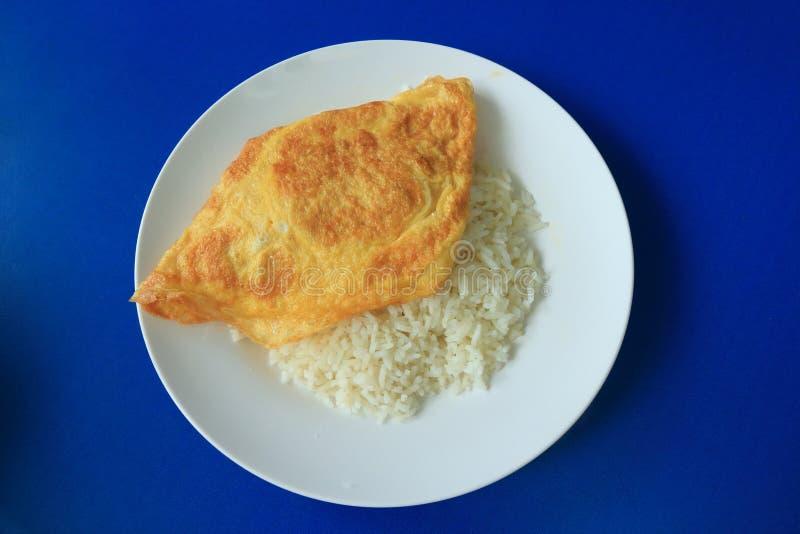 Heerlijke Smakelijke Omelet en Rijst, Thais Menu. stock fotografie