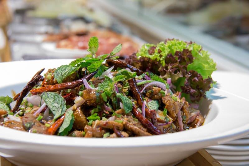 Heerlijke Thaise kruidige gemengde salade in kom royalty-vrije stock foto's