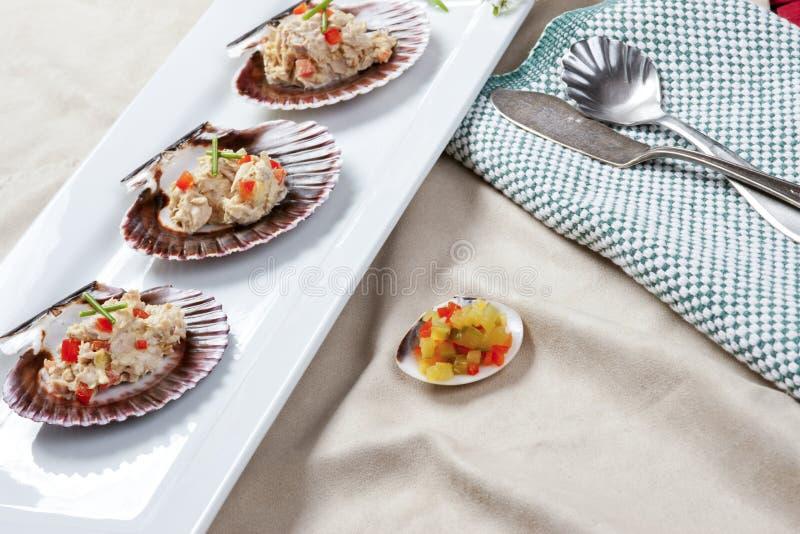 Heerlijke tonijnsalade stock foto's