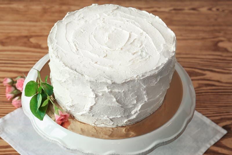 Download Heerlijke Vanillecake Met Slagroom Stock Foto - Afbeelding bestaande uit gastronomisch, cooking: 107702744