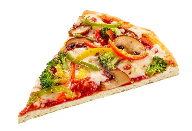 Heerlijke verse groentepizza op een kernachtige basis royalty-vrije stock afbeelding