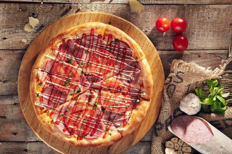 Heerlijke verse pizza royalty-vrije stock fotografie