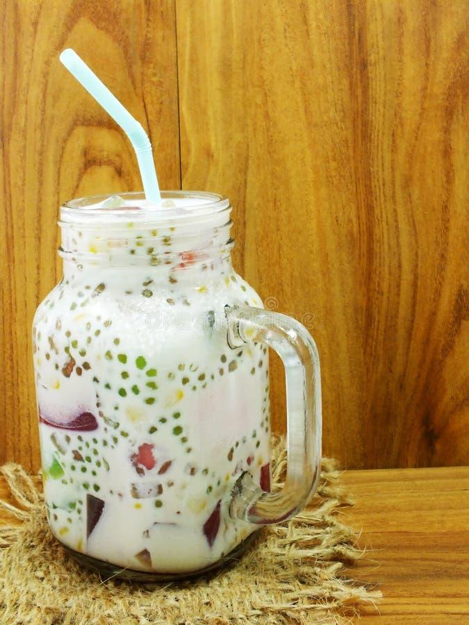Heerlijke zoete melktofu met gelei stock afbeelding