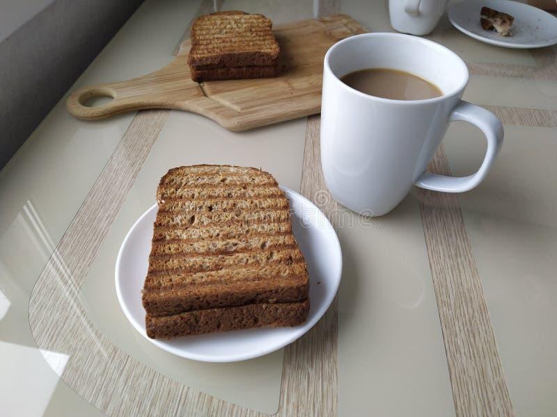 Heet de ochtendontbijt van de koffiesandwich royalty-vrije stock fotografie