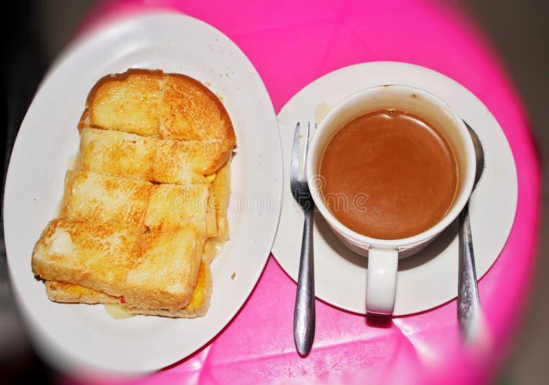 Heet koffie en brood stock foto's