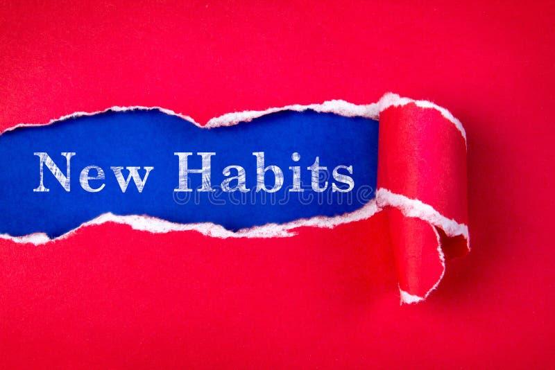 Heftiges rotes Papier und neuer Gewohnheitstext stockbild