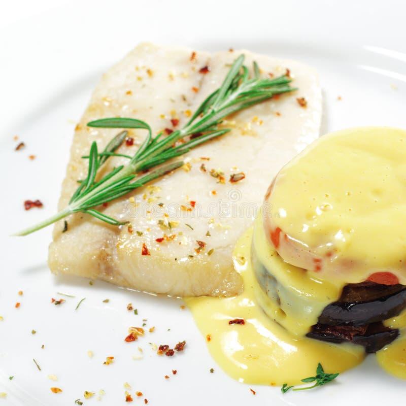 Download Heiße Fischgerichte - Sohle Mit Zucchini Stockfoto - Bild von verkleidung, hauptsächlich: 9085554