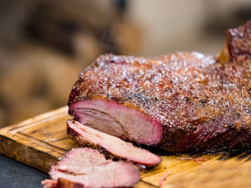 Heiße geräucherte Rinderbrust des Grillrestaurant-Menüs lizenzfreies stockfoto