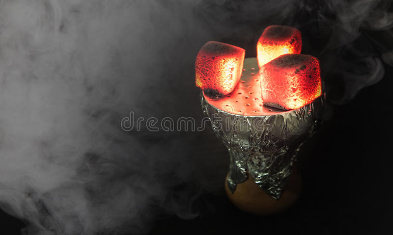 Heiße Kohlen der Huka stockfoto