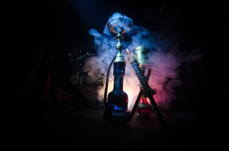 Heiße Kohlen der Huka auf shisha rollen mit schwarzem Hintergrund Stilvolles orientalisches shisha stockbilder