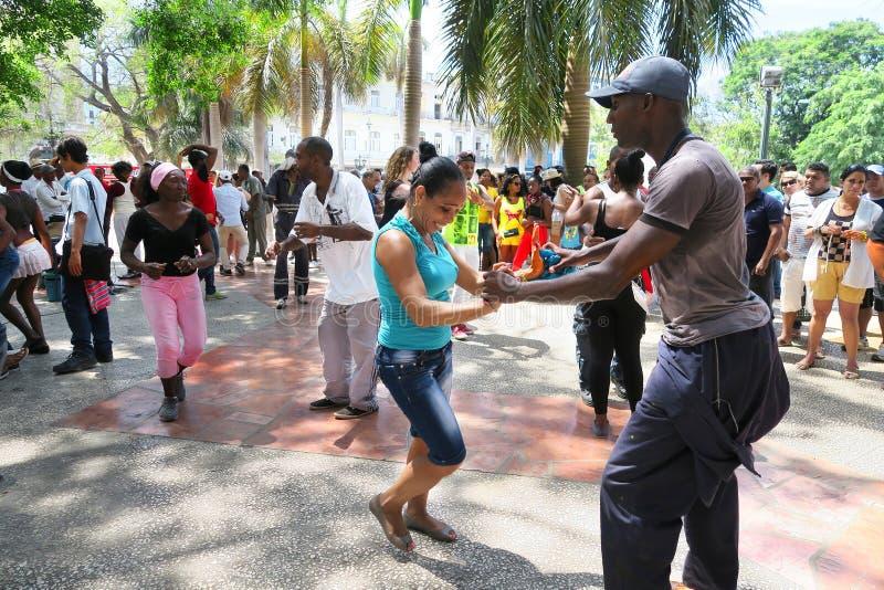 Heiße kubanische Salsa in der Mitte von Havana lizenzfreies stockfoto