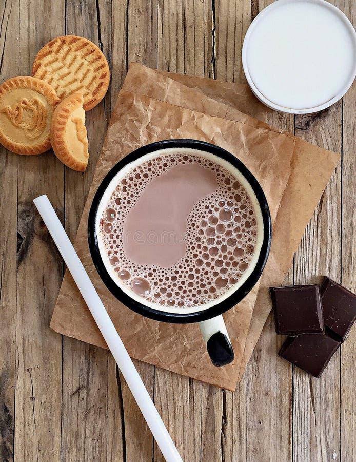 Heiße Schokolade, Schokoladengetränk in der rustikalen Art stockbild
