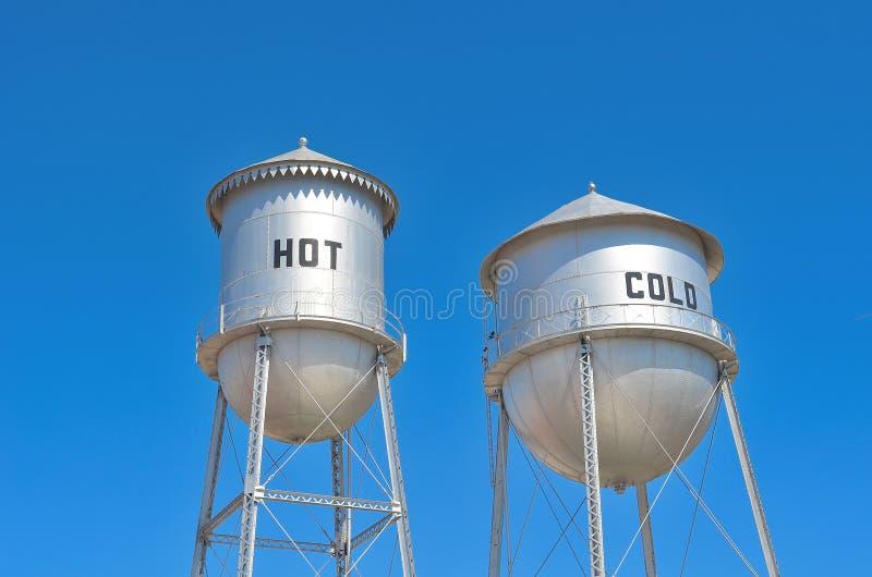Heiße u. kalte Waßertürme. lizenzfreies stockfoto