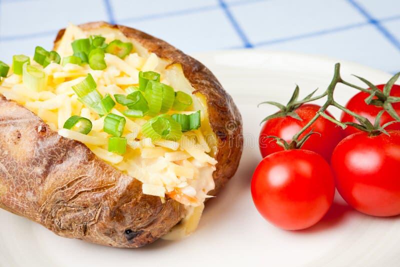 Heiße und knusperige gebackene Kartoffel stockbilder