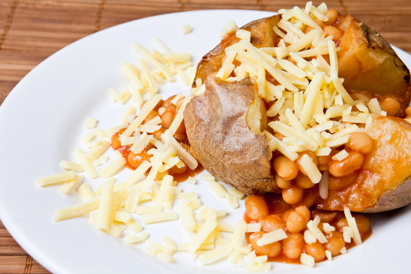 Heiße und knusperige gebackene Kartoffel lizenzfreie stockfotografie