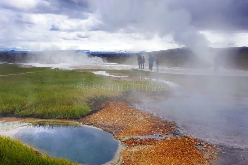 Heißer Dampf über der Quelle der Thermalwasser, Hveravellir, Island lizenzfreie stockfotos