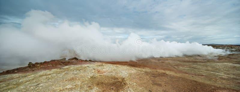 Heißer geothermischer Geysir in Island stockbilder
