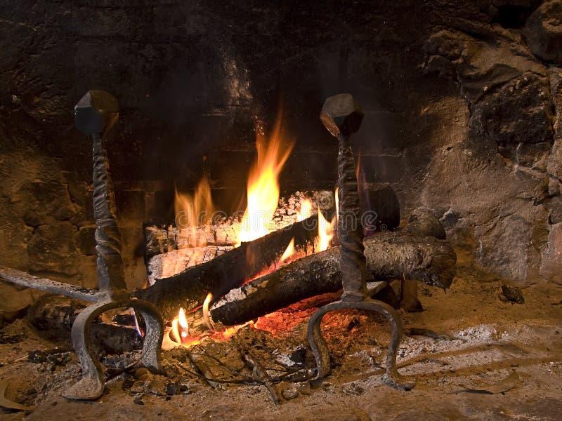 Heißer Kamin zu Hause stockbilder