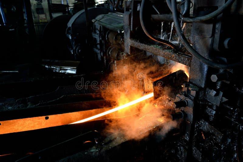Heißer Stahl auf Förderer lizenzfreie stockfotografie