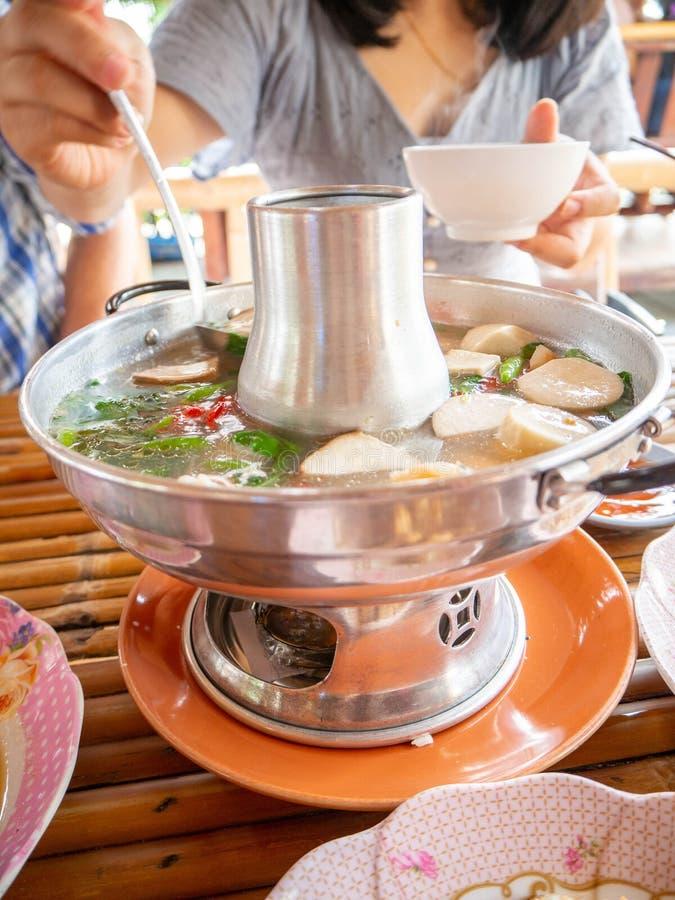 Heißer Topf Toms yum, Cer phung Meeresfrüchte, Restaurant, rayoung, Thailand lizenzfreies stockfoto