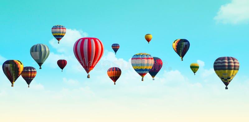 Heißluftballon über dem Pastellhimmelhintergrund lizenzfreie stockbilder
