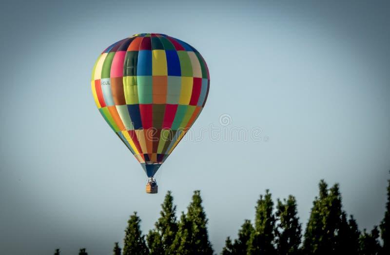 Heißluftballon bunt stockfotos