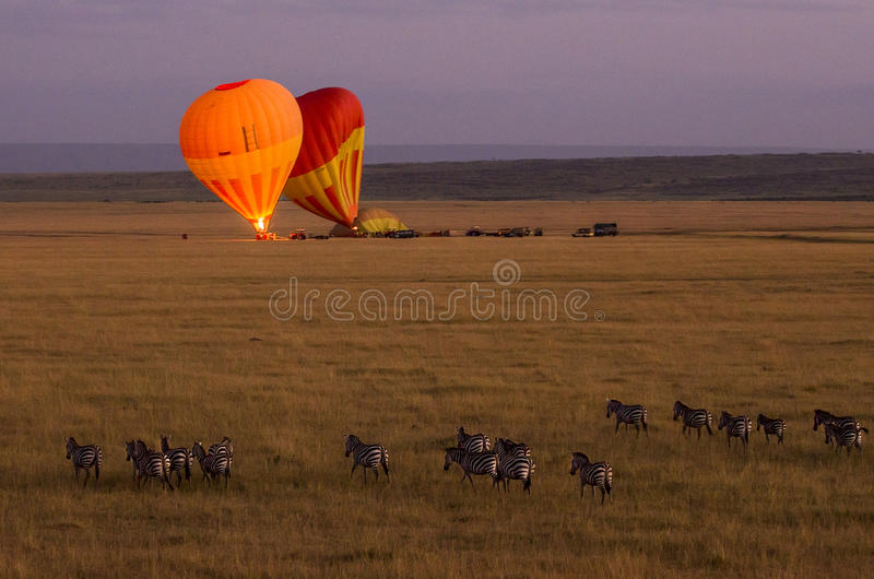 Heißluftballon im Maasai Mara lizenzfreie stockbilder