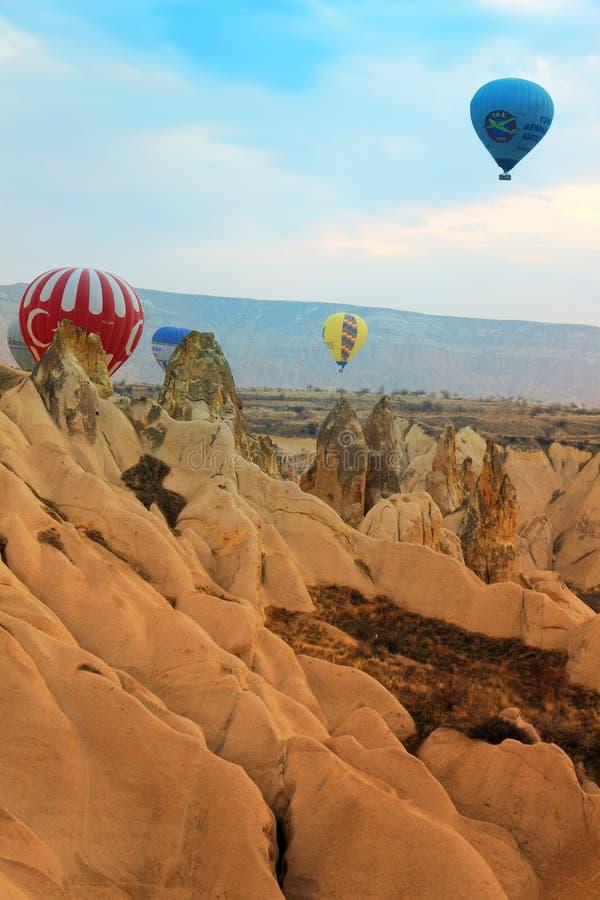 Heißluftballon, Sonnenaufgang Cappadocia die Türkei lizenzfreie stockfotos