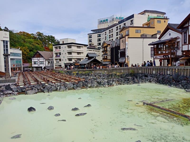 Heißwasserfeld Yubatake, Kusatsu Onsen lizenzfreie stockbilder