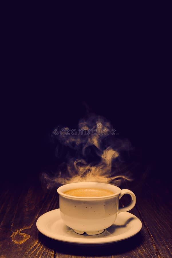 Hei?er Kaffee mit Dampf stockbild