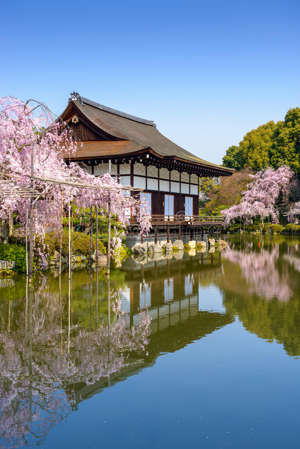 Heian relikskrin i Kyoto royaltyfria foton
